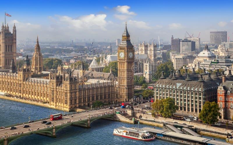 Cityscape van Londen met Big Ben op een zonnige dag royalty-vrije stock fotografie