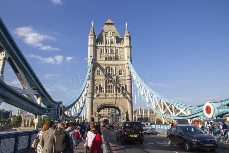 Cityscape van Londen over de Rivier Theems met een mening van Torenbrug, Londen, Engeland, het UK, stock afbeelding