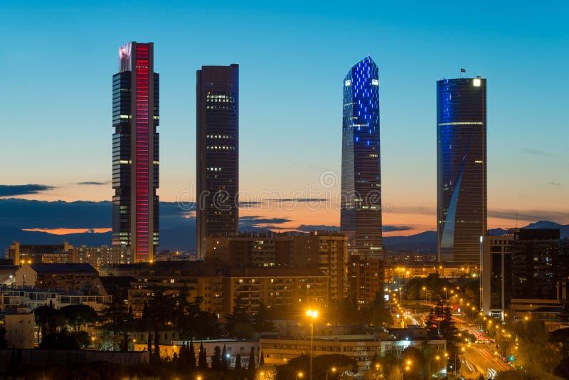 Cityscape van Madrid bij nacht Landschap van de van Bedrijfs Madrid bouw stock afbeelding