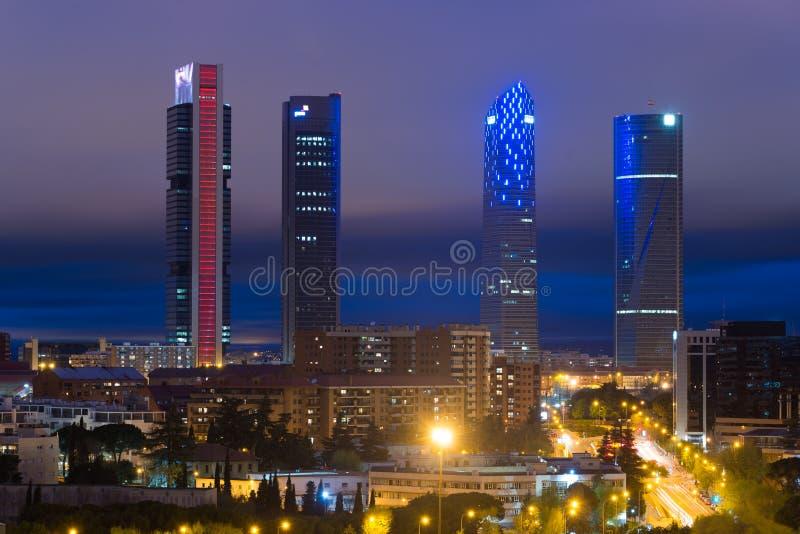 Cityscape van Madrid bij nacht Landschap van de van Bedrijfs Madrid bouw stock foto