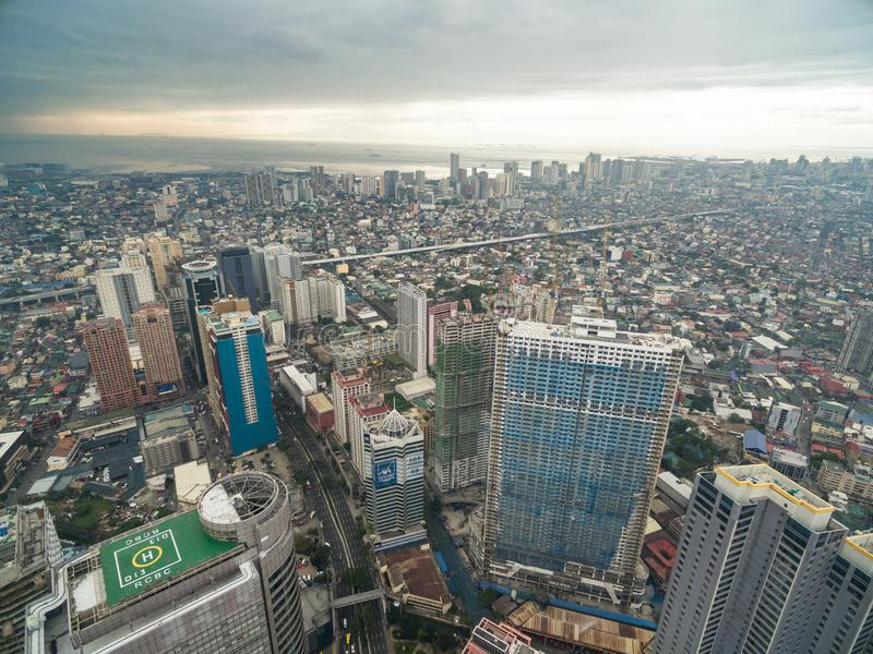 Cityscape van Manilla, Makati-Stad met Bedrijfsgebouwen en Bewolkte Hemel filippijnen Wolkenkrabbers op achtergrond stock afbeelding