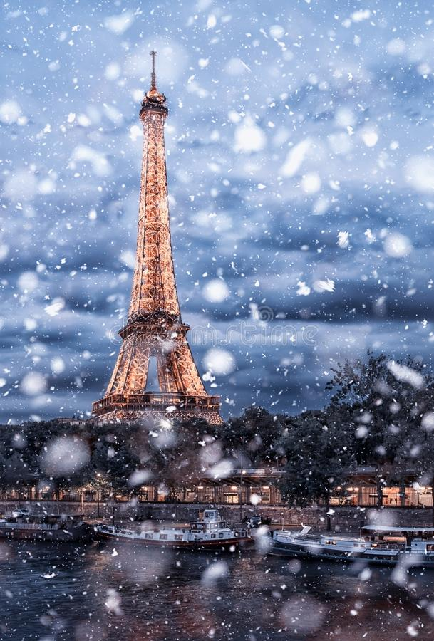 Cityscape van Parijs onder de sneeuw royalty-vrije stock fotografie
