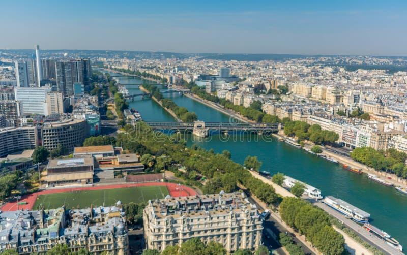 Cityscape van Parijs zoals die van tweede niveau van de toren van Eiffel wordt gezien stock foto