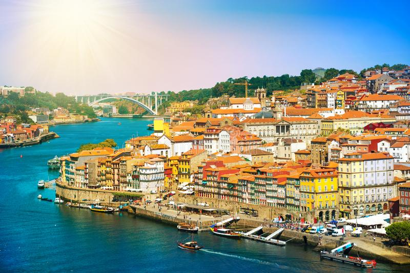 Cityscape van Porto bij zonsondergang, in Portugal stock fotografie