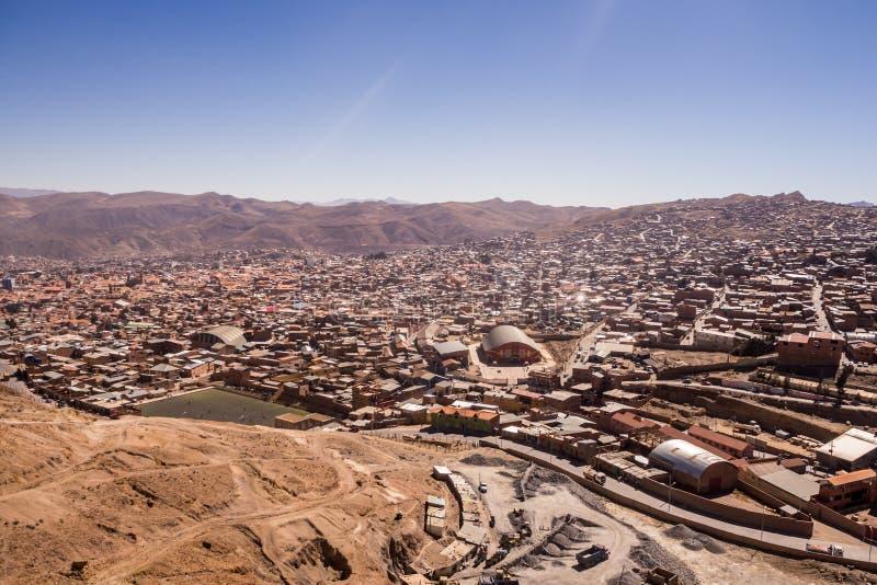 Cityscape van Potosi van Cerro Rico stock foto