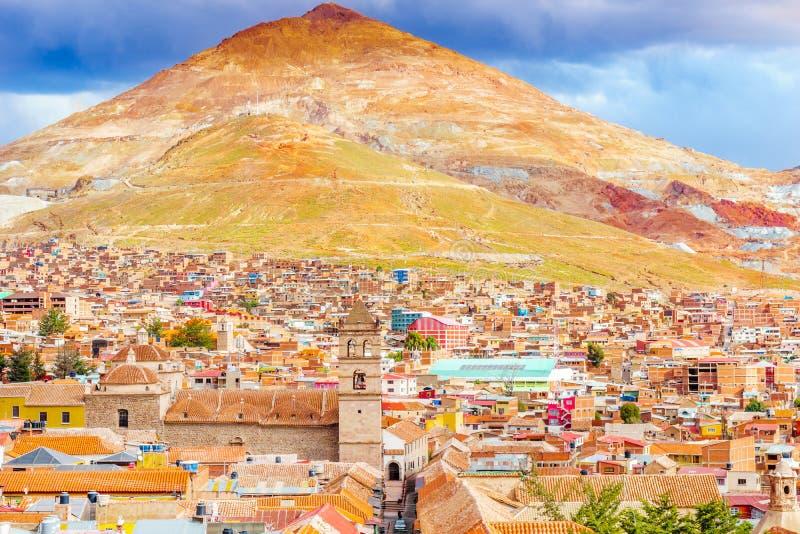Cityscape van Potosi met Cerro rico Potosi - Bolivië stock foto