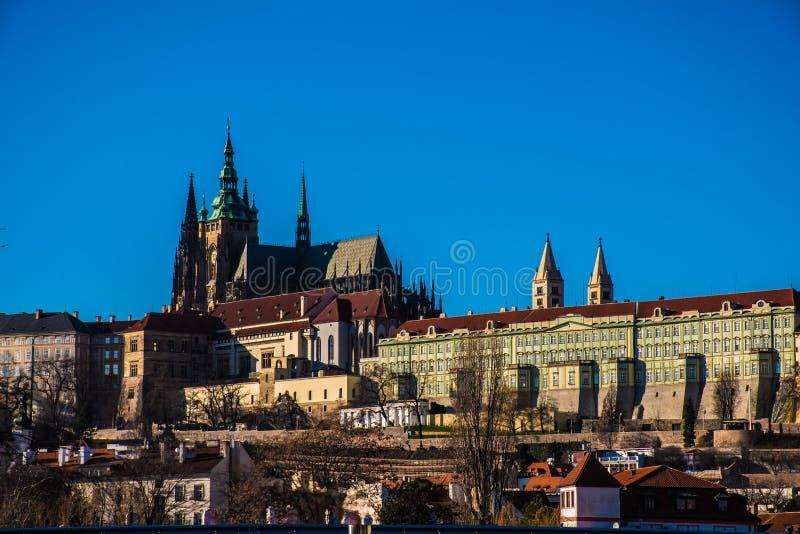 Cityscape van Praag dichtbij het kasteel stock afbeelding