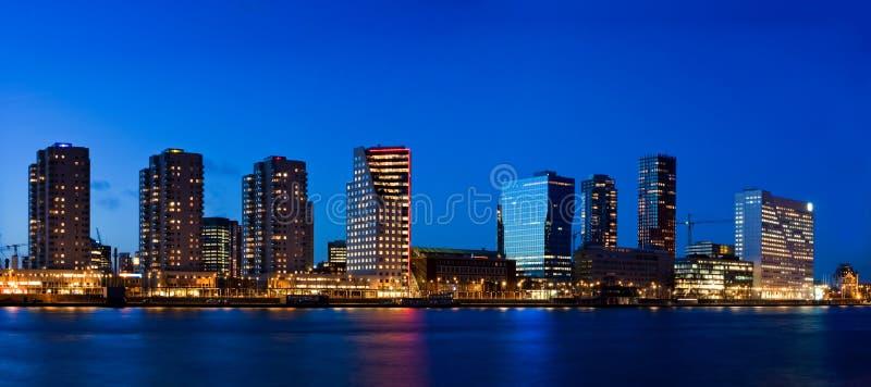 Cityscape Van Rotterdam Bij Schemer Royalty-vrije Stock Foto's