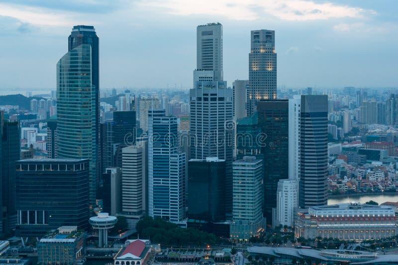 Cityscape van Singapore met lange bureaugebouwen, wolkenkrabbers royalty-vrije stock foto