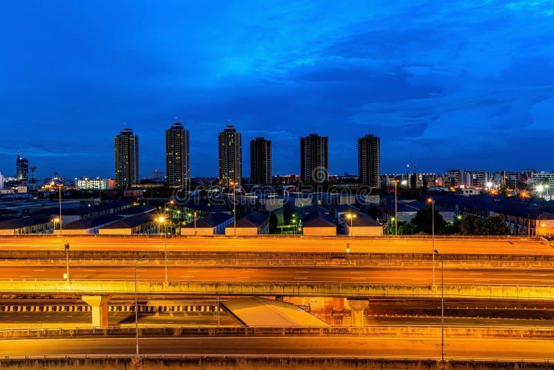 Cityscape View Дорожное строительное движение ночью стоковое фото