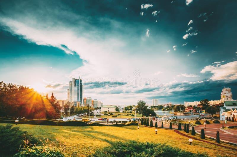 Cityscape Weergeven van Moderne Architectuur van Minsk, van District Nemiga, Nyamiha wit-rusland stock foto's