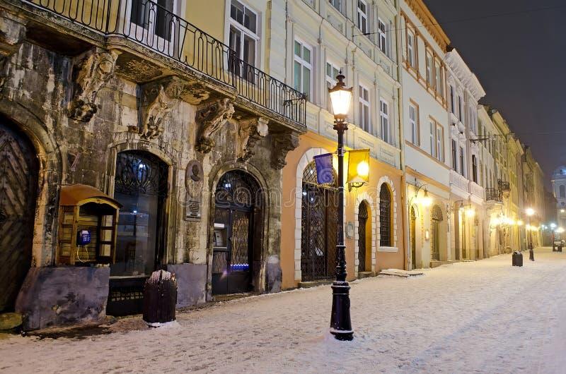 Cityscapeat do inverno a noite fotos de stock royalty free