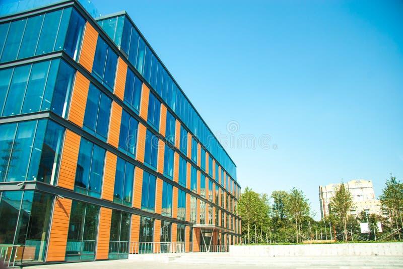 Download Cityscapekontorsbyggnadar arkivfoto. Bild av konstruktion - 27281016