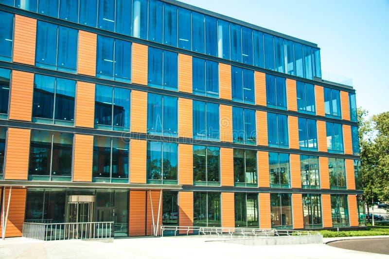 Download Cityscapekontorsbyggnadar fotografering för bildbyråer. Bild av brigham - 27281029