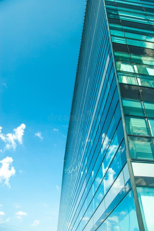 Download Cityscapekontorsbyggnadar fotografering för bildbyråer. Bild av tillväxt - 27281297