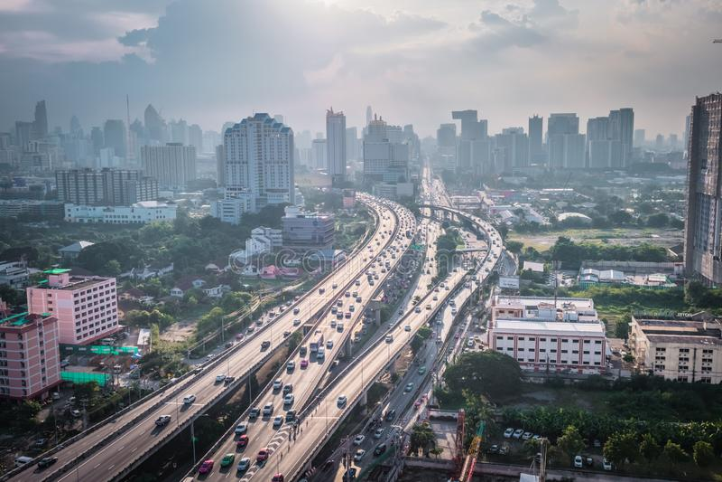 Cityscapesikt av byggnad f?r Bangkok modern kontorsaff?r bangkok byggnad thailand arkivbilder