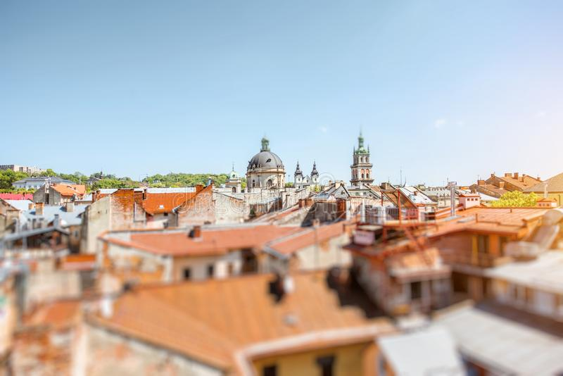 Cityscapesikt på den gamla staden av den Lviv staden, Ukraina royaltyfri fotografi