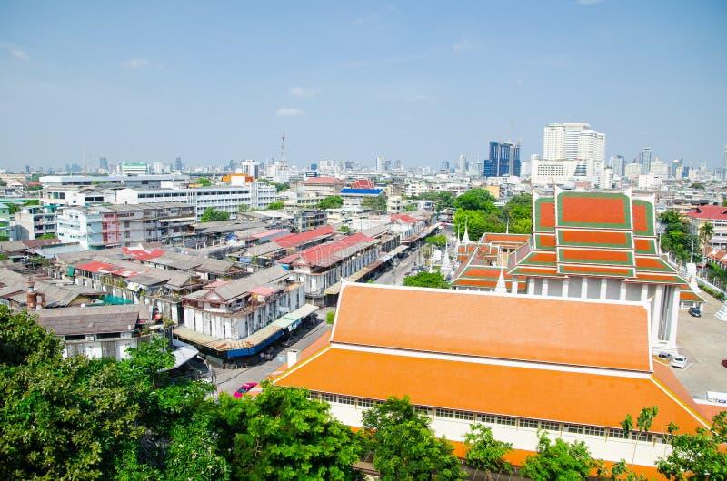 Cityscapesikten, bilden som visar den Wat Saket sikten, vilken är fotoet, togs uppifrån av den guld- monteringen en kunglig thail arkivbilder