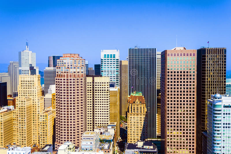 Cityview του Σαν Φρανσίσκο στη μεσημβρία από την πλατφόρμα παρατήρησης στοκ φωτογραφίες