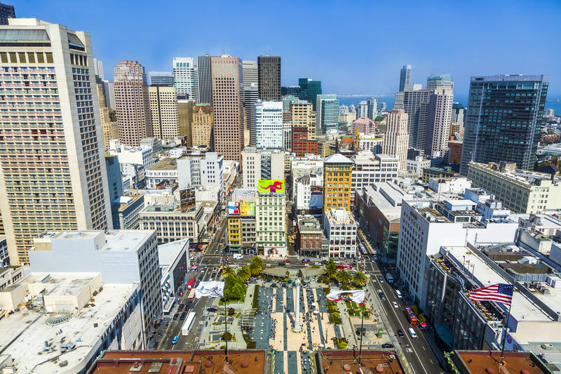 Cityview του Σαν Φρανσίσκο στη μεσημβρία από την πλατφόρμα παρατήρησης στοκ εικόνα