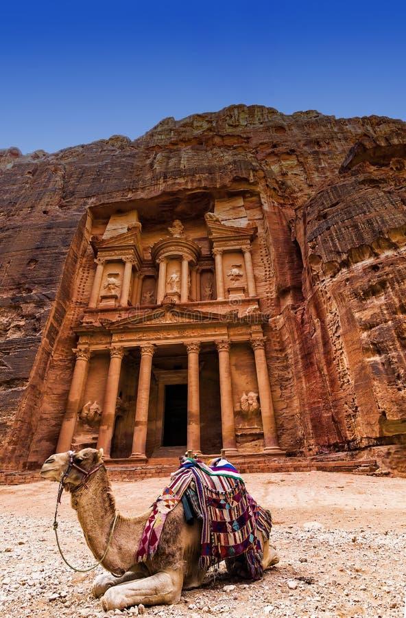 Ciudad abandonada antigua de la roca del Petra en Jordania fotografía de archivo libre de regalías