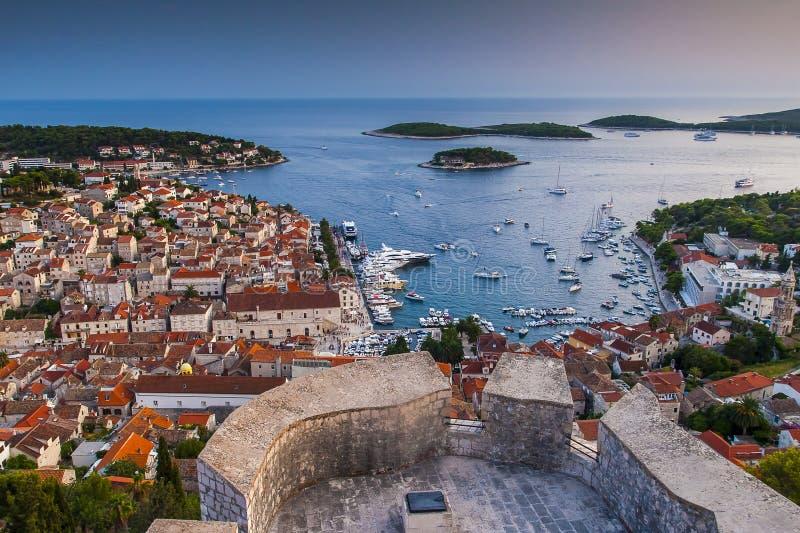 Ciudad agradable Hvar en la isla de Hvar en Croacia fotografía de archivo libre de regalías