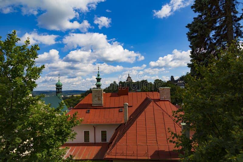 Ciudad antigua Banska Stiavnica, Eslovaquia, la UNESCO Azoteas de la ciudad vieja fotos de archivo