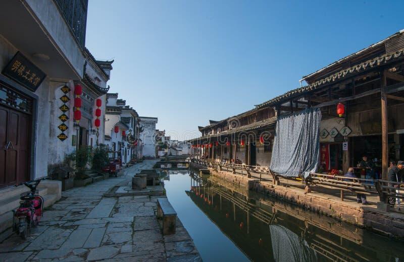 Ciudad antigua china del agua con la calle, la casa, la cultura y la reflexión de la tradición foto de archivo