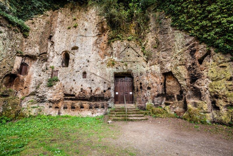 Ciudad arqueológica del área de Sutri, Italia Cavado de toba volcánica fotografía de archivo