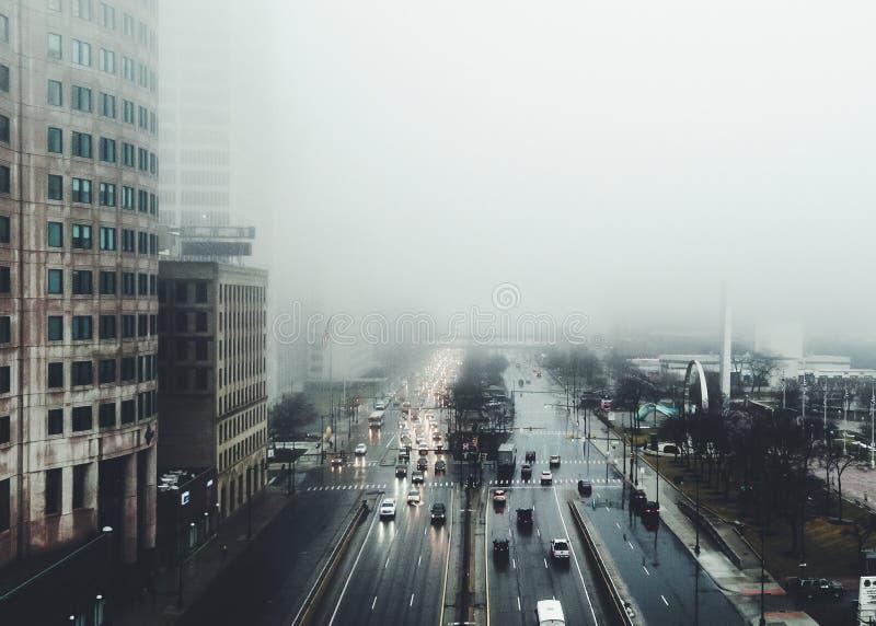 Ciudad brumosa fotografía de archivo