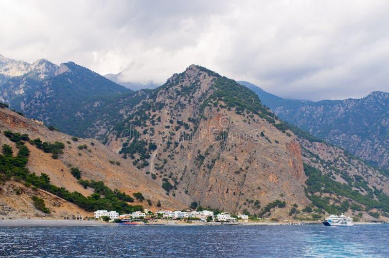 Ciudad de Agia Roumeli en el extremo de Samaria Gorge, isla de Creta, Grecia imagen de archivo