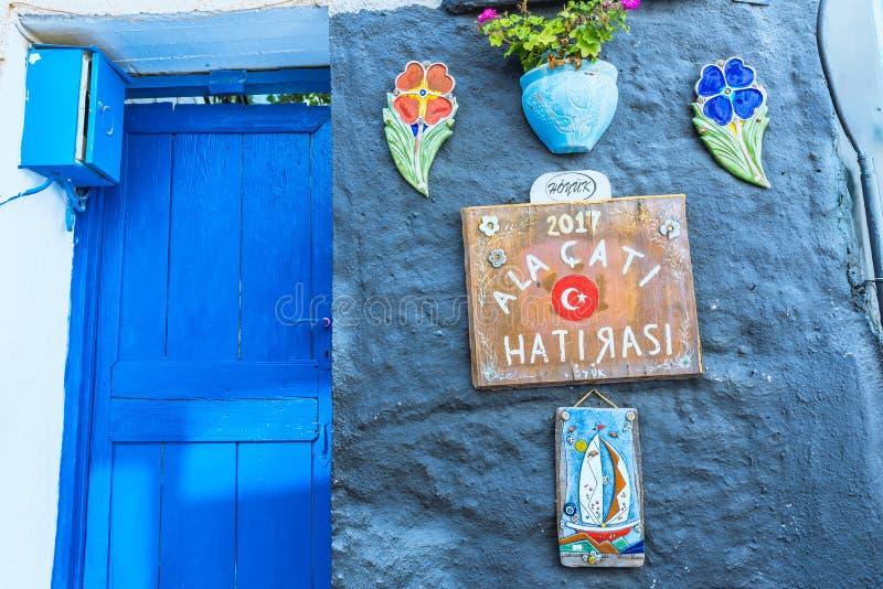 Ciudad de Alacati, un destino popular para viajar y vacaciones imágenes de archivo libres de regalías