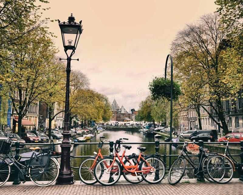 Ciudad de Amsterdam en Holanda imagen de archivo
