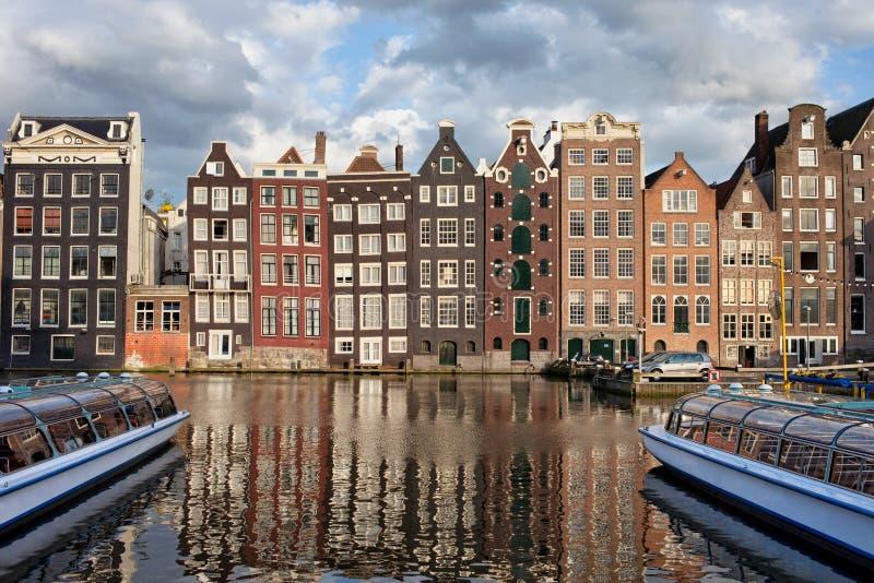 Ciudad de Amsterdam en la puesta del sol en Países Bajos imagen de archivo libre de regalías