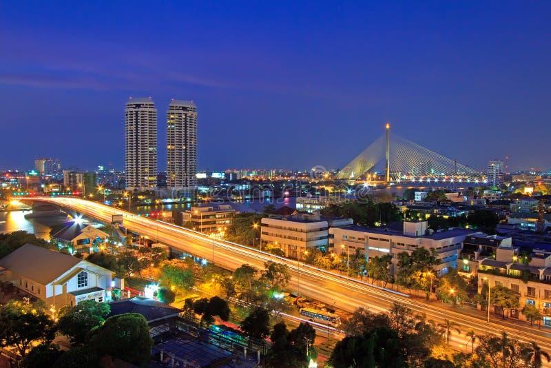 Ciudad de Bangkok en el crepúsculo imagen de archivo libre de regalías