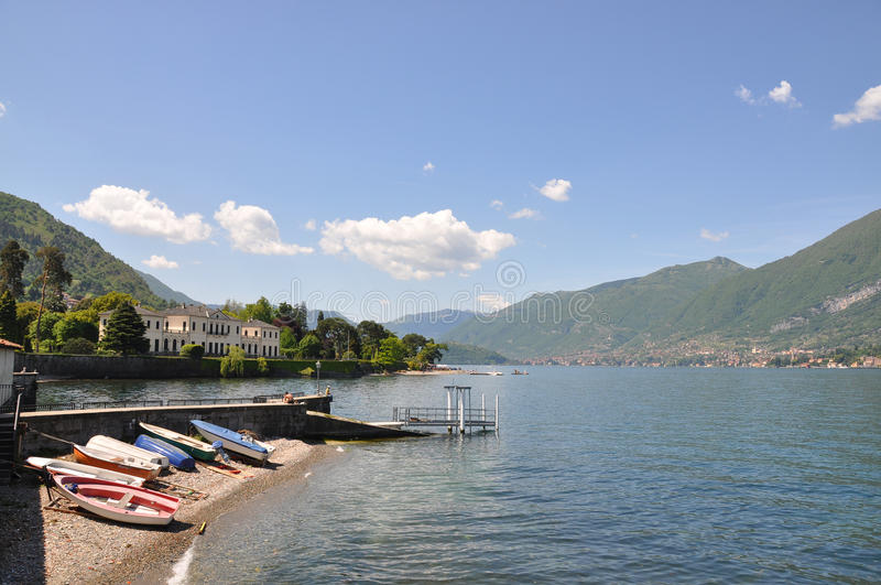 Ciudad de Bellagio en el lago italiano Como imagenes de archivo