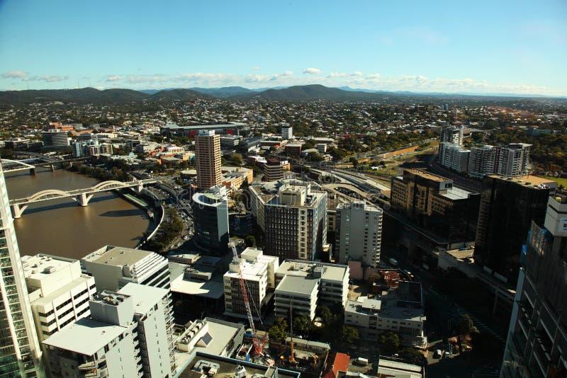 Ciudad de Brisbane de la visión aérea y puente alegre de Guillermo imagenes de archivo