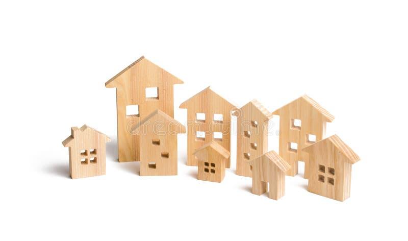 Ciudad de casas de madera en un fondo blanco El concepto de planeamiento urbano, proyectos de la infraestructura foto de archivo