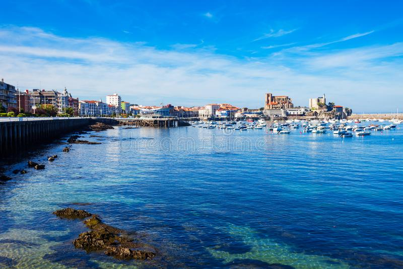 Ciudad de Castro Urdiales en España foto de archivo