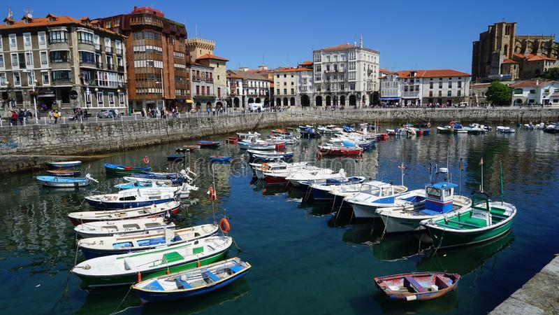 Ciudad de Castro Urdiales, Espanha imagem de stock royalty free