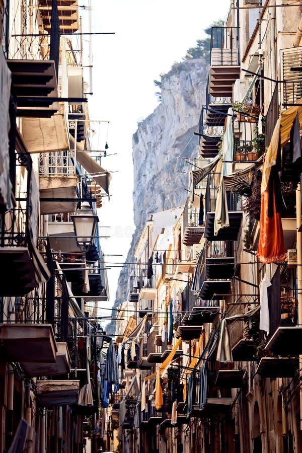 Ciudad de Cefalu, Sicilia imagenes de archivo