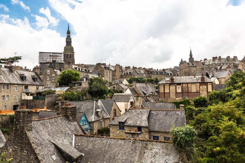Ciudad de Dinan, Bretaña, Francia imagen de archivo