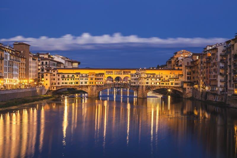 Ciudad de Florencia Vista del puente de Ponte Vecchio en Italia imágenes de archivo libres de regalías