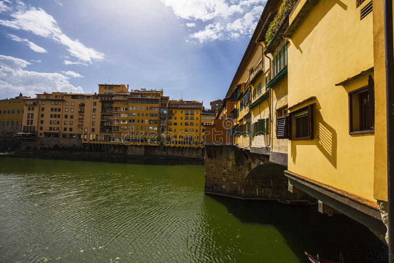 Ciudad de Florencia Vista del puente de Ponte Vecchio en Italia fotos de archivo libres de regalías