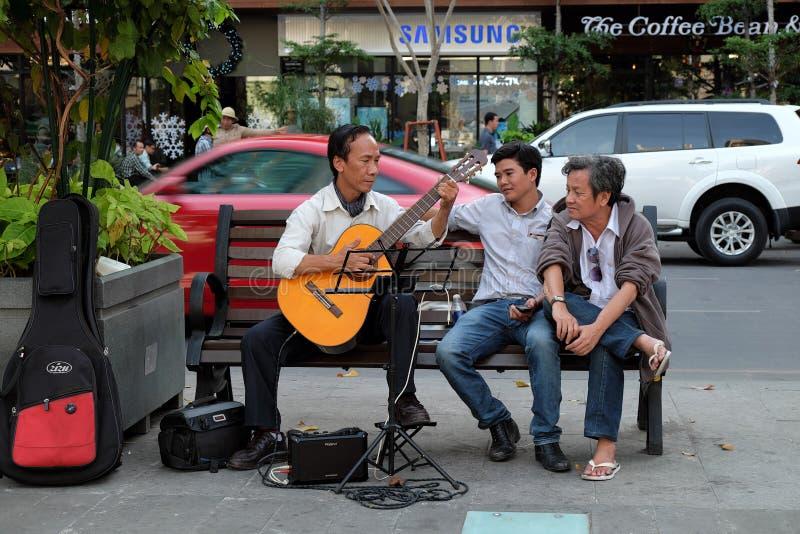 Download Ciudad De Ho Chi Minh, Vietnam, Guitarra, Calle Imagen de archivo editorial - Imagen de banco, hombre: 64210809