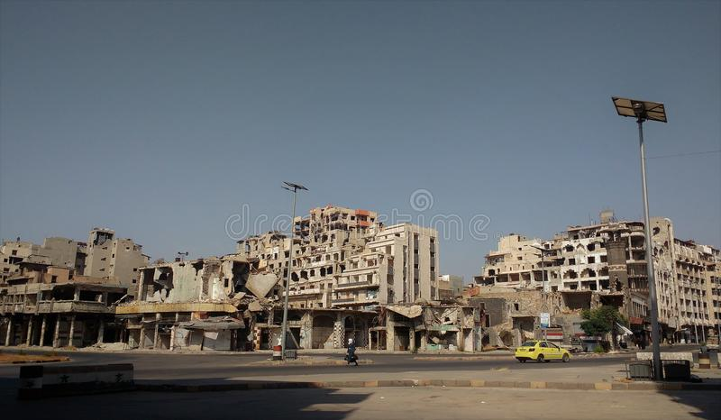 Ciudad de homs después de la guerra imagenes de archivo