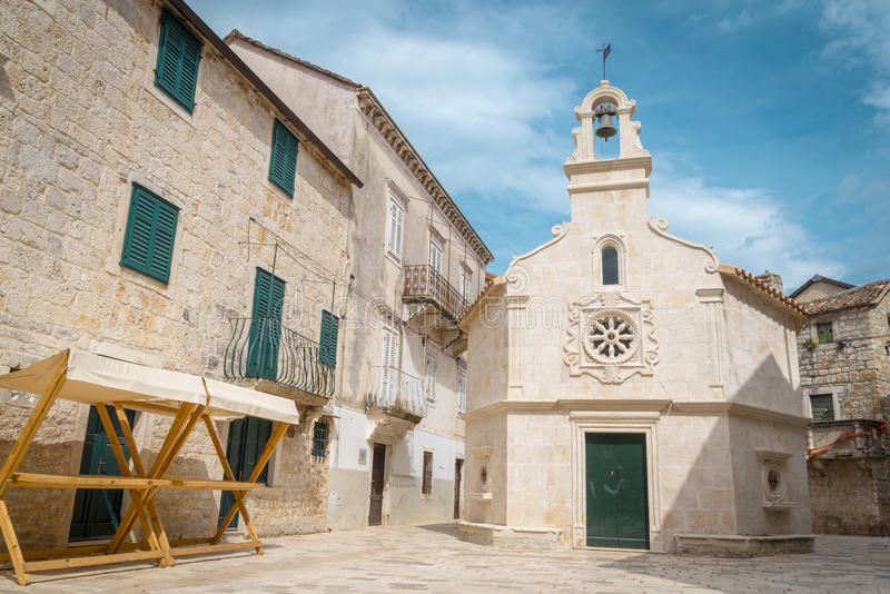 Ciudad de Jelsa, isla de Hvar, Croacia fotografía de archivo