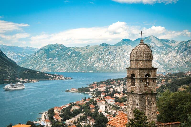 Ciudad de Kotor con Montenegro foto de archivo