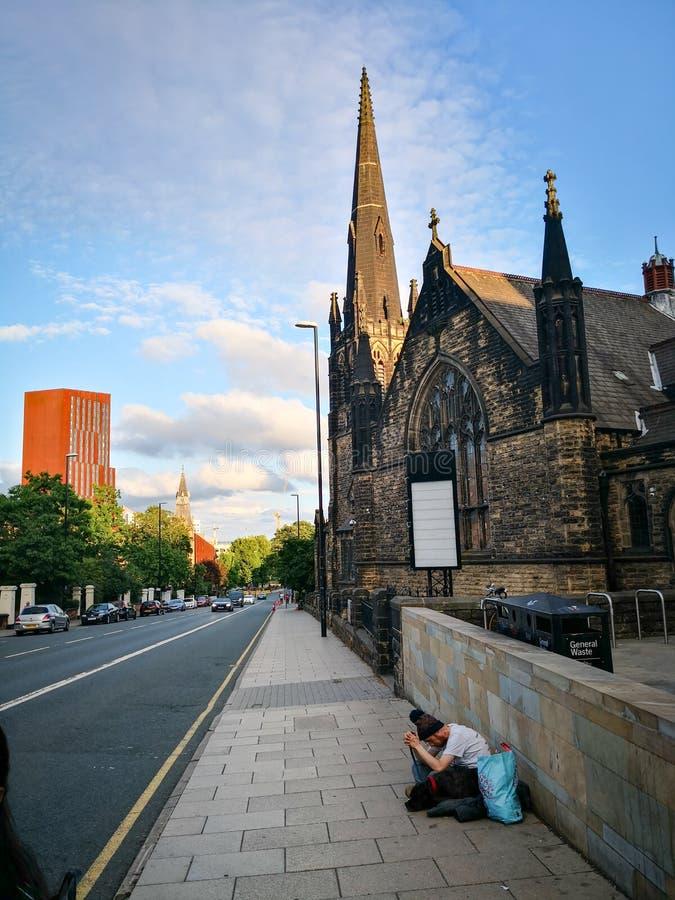 Ciudad de la calle de Leeds por la tarde imagenes de archivo