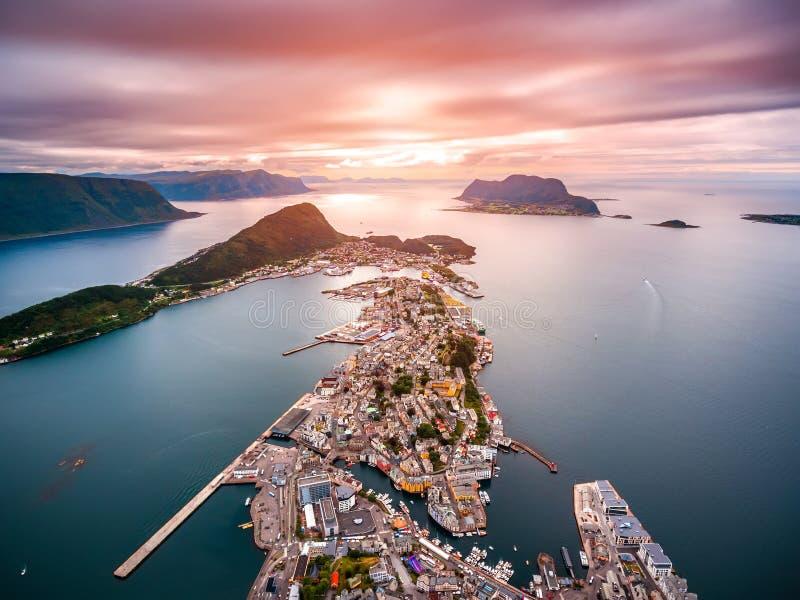 Ciudad de la cantidad de la antena de Alesund Noruega foto de archivo libre de regalías